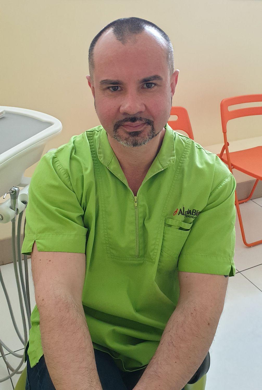 Бобков Михаил Валерьевич врач стоматолог-ортопед и основатель клиники «Семейный стоматолог»